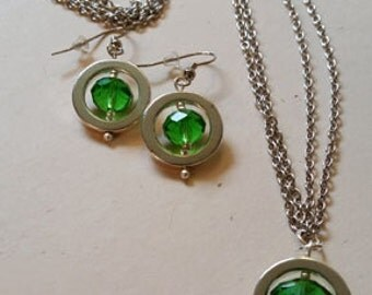 Green circle pendant necklace with matching earrings