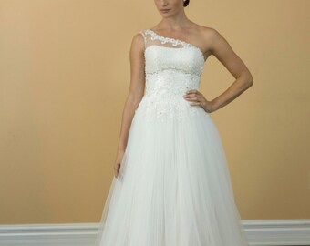 Beautiful One Shoulder Wedding Dresses Sweetheart ,Tulle applique, Crystal Beaded White Wedding Dress/Bridal Bride Gowns