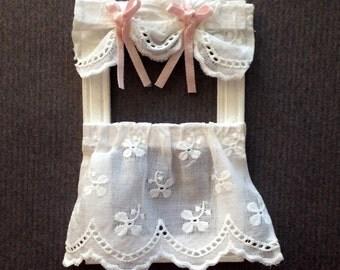 Curtain embroidery miniature Dollhouse scale 1:12