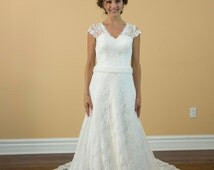 New Design Sexy A-Line Lace Open Back Wedding Dress with Rhinestone Belt Decoration White Wedding Gown