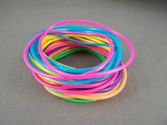 rubber jelly bracelet set pack of 30 gummy bangle bracelets. Black Bedroom Furniture Sets. Home Design Ideas