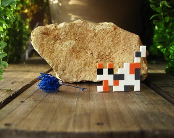 Patched Pixelpet hunting cat brooch