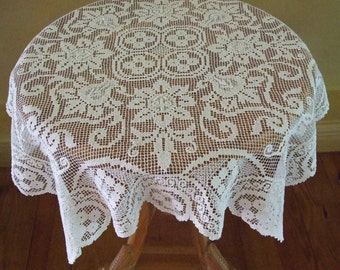 Vintage 60s French Romantic Decor Tablecloth/ Shabby Chic Tablecloth/ Beautiful White Handmade Knotted Cluny Bobbin Filet Lace Tablecloth