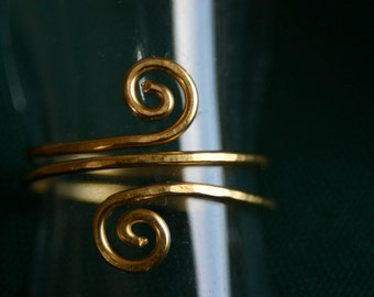 Beautiful, tender spiral ring made with love in goldplated silver.