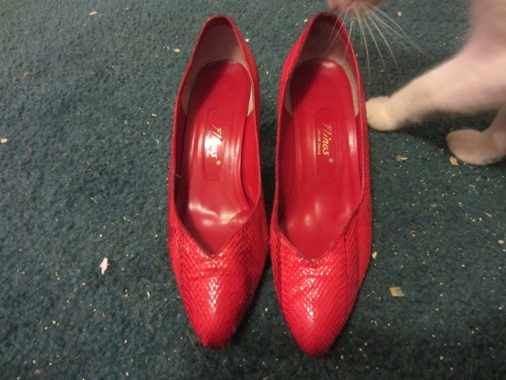 Vintage 1980's Flings Red Genuine Snakeskin Kitten Heels Size 6.5
