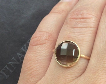 14k solid yellow gold and smoky quartz cabochon ring, large gemstone