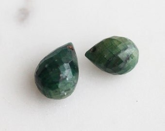 G5-003-T] Emerald / 8 x 11mm / Faceted Teardrop Briolettes / Semi Precious Gemstone  / 1 piece(s)
