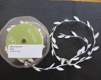 White Leaf Vine Trim 4007E