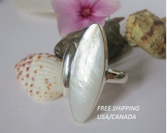 Silver mother of pearl ring; 92.5 sterling silver ring