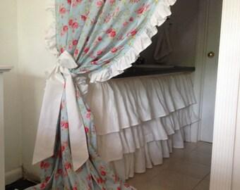 Shabby curtain with ruffle