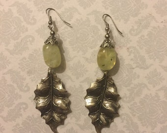 Serpentine drop leaf earring