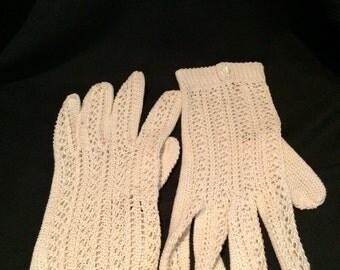 1950' beige hand-crocheted gloves. Size S/M.