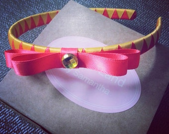 Yellow, yellow in the hair together with pink make a pair headband
