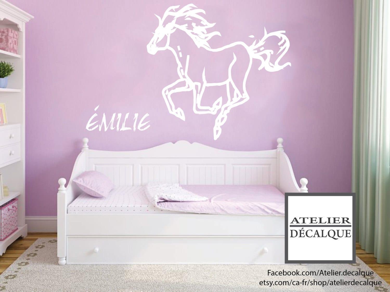 D calque mural no e 010 cheval avec pr nom de votre enfant for Decalque mural