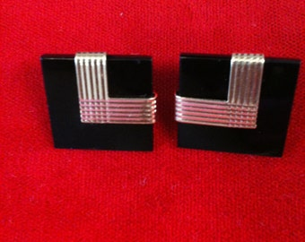 14 k Yellow Gold Onyx Earrings. 4.5 GM. Free Shipping.