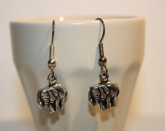 Pairs of earrings small elephants