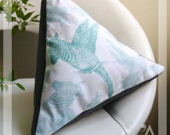 Triangular cushion 4 sides - Handmade in Paris - ZEBIRDAO model. Green