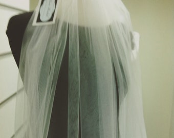 O lala .... One tier fingertip veil , amazing quality , never regret to buy online veil !