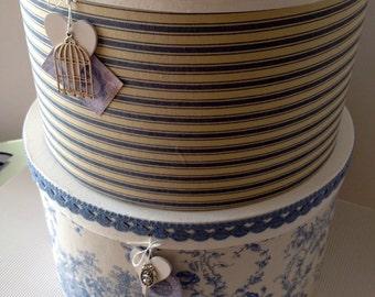 Hat boxes blue / cream