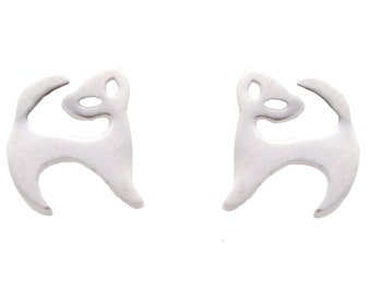 Stylised Kitty Cat Dainty Stud Earrings in Sterling Silver e53