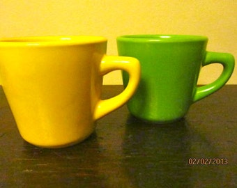 Lemon lime china diner mugs yellow green bright vintage set of 2