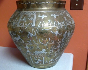 Detailed picture brass/silver/copper pot