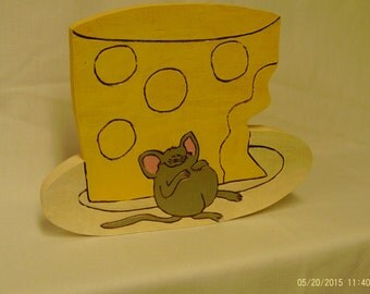 Wooden mouse and cheese plaque