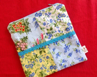 Zippered pouch , vintage floral fabric with turquoise lace trim