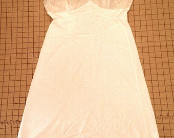 Vintage 1960s Vanity Fair Nylon Slip with Lace Detail