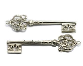 5 pieces - Large Vintage Key Charms Pendants Silver Tone CS-060-SRR.2