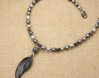 Trendy Pearls with Feather Pendant