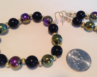 Black, Iridescent and Gold Bracelet and Earring Set -L32