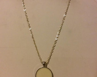 White and silver round resin pendant necklace