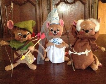 Annalee 90 Dolls Robin Hood Maid Marian and Little John