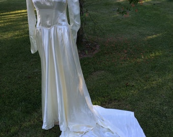 1940's Vintage Wedding Gown