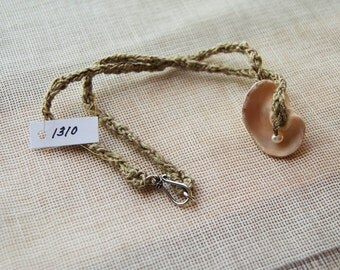 1310 Shell Necklace w/ Pearl