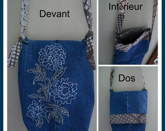 Embroidered flowers handbag