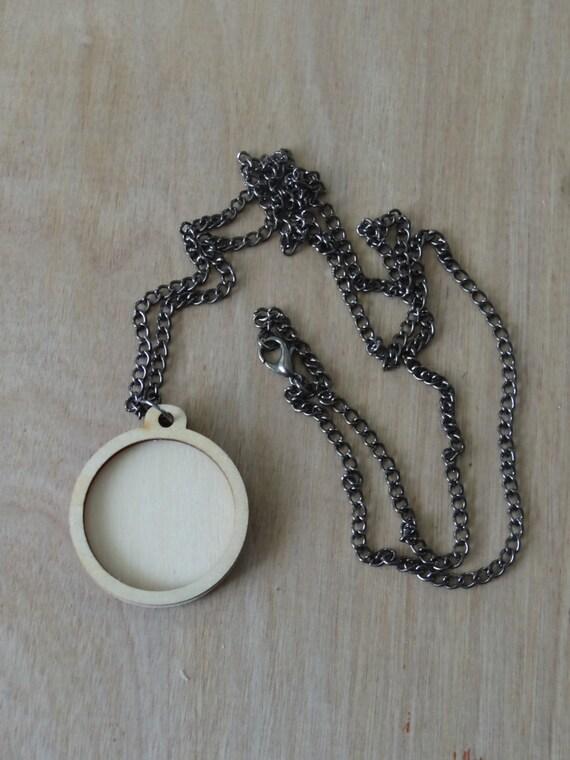 Mini Embroidery Hoop pendant kit: Round