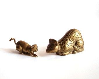 set of 2 brass cats . vintage brass cat figurine . brass kitty set