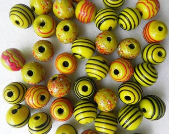 supplies-Beads 20 Pcs Awesome  handmade round with black line design beads