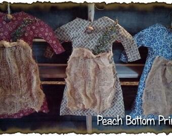 ePattern~Primitive Mini Prairie Dress Peg Rack Ornies PDF File Instant Download