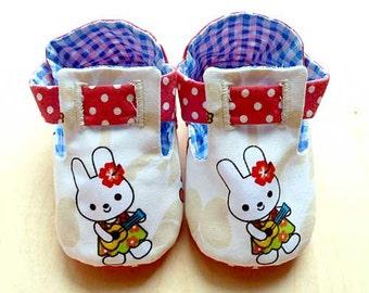 Button Baby Booties - Kawaii Bunny