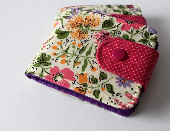 Womens BillFold Wallet / Thin Minimalist Wallet / Vintage Cotton Fabric / Vegan Wallet