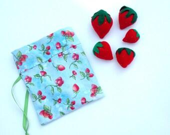 Felt Strawberries - Felt Play Pretend Food - Felt Play Food - Tea Party Play Food - Play Strawberries - Berries - Set of 5 with Carrying Bag