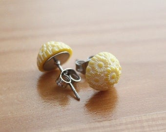 Yellow Daisy Post Earrings - Vintage Plastic - Surgical Steel Posts