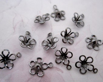 30 pcs. gunmetal plated flower charms 8mm - f4812