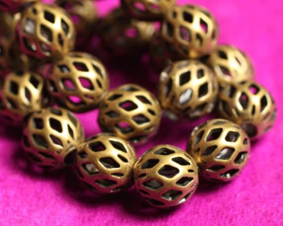 Antique brass cut out round 6mm, 24 pcs (item ID F8237MB)