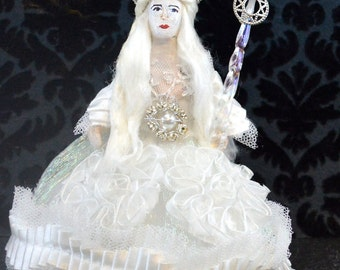 The White Queen of The Looking Glass Art Collectible Doll Miniature Classic Literature Character
