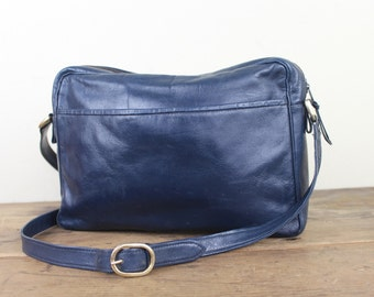 Saks Fifth Avenue, vintage 80s navy blue leather shoulder bag - PREPPY CHIC purse, classic pocketbook