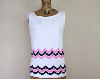 vintage 1960s white + pink + black scalloped sweater - vintage tank, sleeveless top, shell - tagged BEELINE - size medium to large